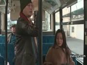 バスで知らない男のチンポを手こキする人つまの無臭生動画